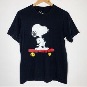 Uniqlo • KAWS snoopy skateboard tee shirt